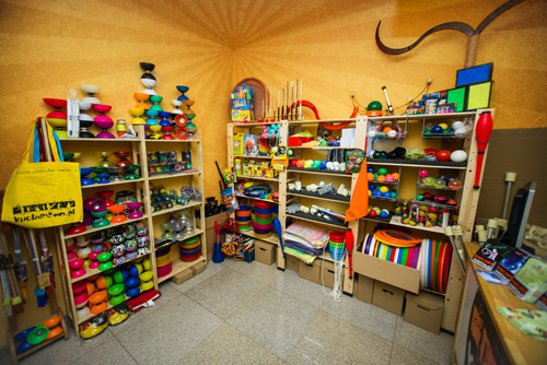 0092ca2153 Nasz w pełni działający sklep znajdziesz w centrum Warszawy obok stacji
